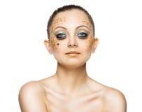Γοητευτικό πορτρέτο του νέου όμορφου κοριτσιού με τα μεγάλα μπλε μάτια, λ Στοκ Φωτογραφία