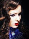 Γοητευτικό ρομαντικό πορτρέτο κινηματογραφήσεων σε πρώτο πλάνο γυναικών Brunette Στοκ Εικόνα