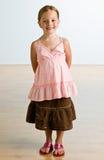 γοητευτικό χαμόγελο εξαρτήσεων κοριτσιών Στοκ εικόνες με δικαίωμα ελεύθερης χρήσης