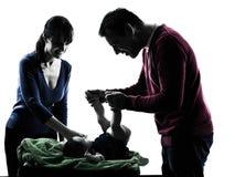 Γονείς με τη σκιαγραφία μωρών Στοκ εικόνα με δικαίωμα ελεύθερης χρήσης