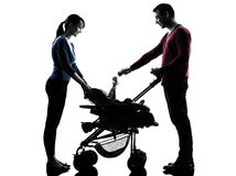 Γονείς με τη σκιαγραφία μωρών Στοκ Εικόνες