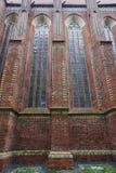 Γοτθικά παράθυρα στη μεσαιωνική εκκλησία Στοκ εικόνα με δικαίωμα ελεύθερης χρήσης
