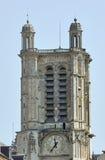 Γοτθική πρόσοψη πυργίσκων της εκκλησίας Στοκ φωτογραφία με δικαίωμα ελεύθερης χρήσης