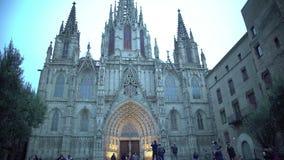 Γοτθική πρόσοψη του ιερών σταυρού και Αγίου Eulalia Cathedral στη Βαρκελώνη, Ισπανία φιλμ μικρού μήκους