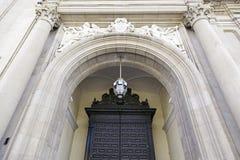 Γοτθική πόρτα εκκλησιών Στοκ Φωτογραφία