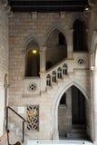 Γοτθική στοά και εσωτερικό προαύλιο στο παλάτι Στοκ φωτογραφία με δικαίωμα ελεύθερης χρήσης