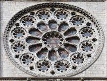 Γοτθικός αυξήθηκε παράθυρο του καθεδρικού ναού Chartes, Γαλλία Στοκ φωτογραφίες με δικαίωμα ελεύθερης χρήσης