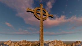 Γοτθικός σταυρός με τα σύννεφα και το χρονικό σφάλμα βουνών ελεύθερη απεικόνιση δικαιώματος