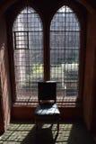 Γοτθικό παράθυρο με στενό επάνω εδρών Στοκ εικόνα με δικαίωμα ελεύθερης χρήσης