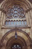 Γοτθικό παράθυρο στην πρόσοψη του καθεδρικού ναού της Όλγα και Elizabe Στοκ φωτογραφίες με δικαίωμα ελεύθερης χρήσης
