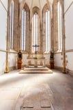 Γοτθικό apse της εκκλησίας Santo Agostinho DA Graca με έναν τάφο στο έδαφος Στοκ εικόνα με δικαίωμα ελεύθερης χρήσης