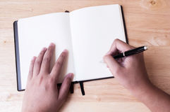 Γράφοντας βιβλίο ημερολογίων Στοκ φωτογραφίες με δικαίωμα ελεύθερης χρήσης