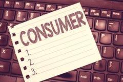 Γράφοντας καταναλωτής κειμένων γραφής Έννοια που σημαίνει καταδεικνύοντας ποιος αγοράζει τα αγαθά και τις υπηρεσίες για demonstra στοκ εικόνες