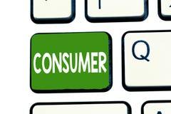 Γράφοντας καταναλωτής κειμένων λέξης Επιχειρησιακή έννοια για την επίδειξη ποιος αγοράζει τα αγαθά και τις υπηρεσίες για demonstr στοκ εικόνα με δικαίωμα ελεύθερης χρήσης