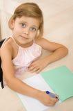 γράφοντας νεολαίες σημειωματάριων κοριτσιών Στοκ Εικόνες