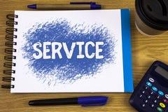 Γράφοντας υπηρεσία κειμένων λέξης Επιχειρησιακή έννοια για τη βοήθεια κάποιου που υποστηρίζει να παρέχει την ανακοίνωση μεταφορών Στοκ Φωτογραφίες