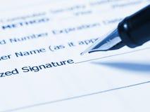 Γράφοντας υπογραφή Στοκ εικόνες με δικαίωμα ελεύθερης χρήσης