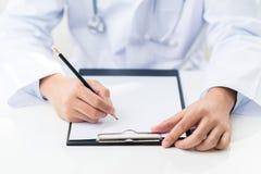 Γράψιμο γιατρών Στοκ φωτογραφία με δικαίωμα ελεύθερης χρήσης