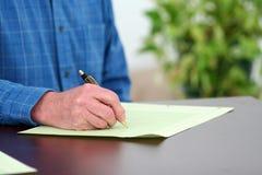 γράψιμο εγγράφων Στοκ εικόνα με δικαίωμα ελεύθερης χρήσης