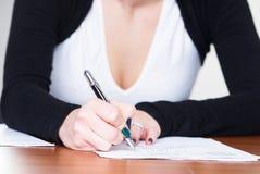 γράψιμο κοριτσιών Στοκ εικόνα με δικαίωμα ελεύθερης χρήσης