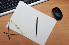 Γράψιμο σε ένα άσπρο φύλλο Στοκ φωτογραφίες με δικαίωμα ελεύθερης χρήσης