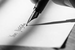 Γράψιμο της μάνδρας πηγών επιστολών Β Στοκ εικόνα με δικαίωμα ελεύθερης χρήσης