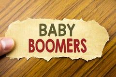 Γράψιμο του κειμένου που παρουσιάζει γενιές του baby boom Επιχειρησιακή έννοια για τη δημογραφική παραγωγή που γράφεται σε χαρτί  Στοκ Φωτογραφίες