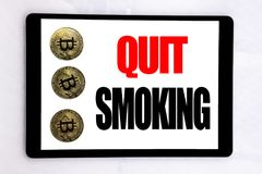 Γράψιμο του κειμένου που παρουσιάζει εγκαταλειμμένο κάπνισμα Επιχειρησιακή έννοια για τη στάση για το τσιγάρο που γράφεται στην ο Στοκ Εικόνες