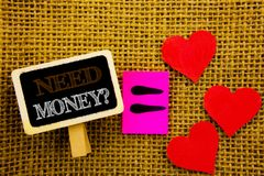 Γράψιμο του κειμένου που παρουσιάζει ερώτηση χρημάτων ανάγκης Η έννοια που σημαίνει την οικονομική κρίση χρηματοδότησης, δάνειο μ Στοκ εικόνα με δικαίωμα ελεύθερης χρήσης
