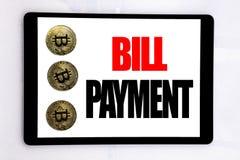 Γράψιμο του κειμένου που παρουσιάζει πληρωμή του Μπιλ Η επιχειρησιακή έννοια για την τιμολόγηση πληρώνει τις δαπάνες που γράφοντα στοκ εικόνες με δικαίωμα ελεύθερης χρήσης