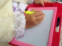 Γράψιμο χεριών παιδιού Στοκ Φωτογραφίες