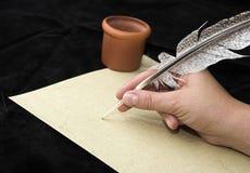 γράψιμο χεριών φτερών Στοκ φωτογραφία με δικαίωμα ελεύθερης χρήσης