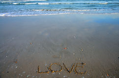 Γράψτε την αγάπη λέξης στην παραλία Στοκ Εικόνα