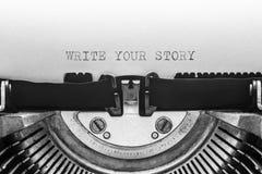 Γράψτε την ιστορία σας που δακτυλογραφείται σε μια εκλεκτής ποιότητας γραφομηχανή Στοκ φωτογραφία με δικαίωμα ελεύθερης χρήσης