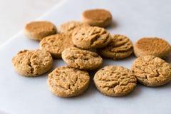 Γρήγορα μίνι/μικρά μπισκότα Apple δαγκωμάτων και κανέλα αρωματική στοκ εικόνες