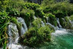 Γρήγορα ρέοντας καταρράκτης, λίμνες Plitvice, Κροατία Στοκ Εικόνα