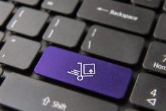 Γρήγορη έννοια παράδοσης Διαδικτύου στο πληκτρολόγιο lap-top στοκ φωτογραφία με δικαίωμα ελεύθερης χρήσης