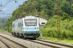 Γρήγορη αμαξοστοιχία περιφερειακού σιδηροδρόμου Στοκ Εικόνα