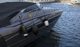 Γρήγορη ασημένια βάρκα Στοκ φωτογραφία με δικαίωμα ελεύθερης χρήσης