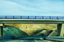 Γρήγορος δρόμος στα βουνά στην Ισπανία, όμορφο τοπίο του moun Στοκ Εικόνα