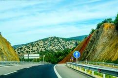 Γρήγορος δρόμος στα βουνά στην Ισπανία, όμορφο τοπίο του moun Στοκ Φωτογραφία