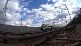 Γρήγορο ηλεκτρικό τραίνο, στενός πυροβολισμός απόθεμα βίντεο
