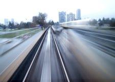 Γρήγορο τραίνο - οπισθοσκόπος θαμπάδα κινήσεων Στοκ Φωτογραφίες