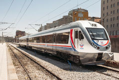 Γρήγορο τραίνο της Τουρκίας στο σταθμό του Ιζμίρ Στοκ εικόνα με δικαίωμα ελεύθερης χρήσης