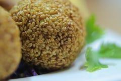 Γρήγορο φαγητό με τους σπόρους σουσαμιού Στοκ εικόνες με δικαίωμα ελεύθερης χρήσης
