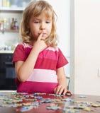 γρίφοι παιχνιδιού κοριτσ& Στοκ Εικόνες