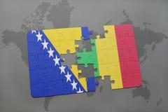 γρίφος με τη εθνική σημαία Βοσνίας-Ερζεγοβίνης και του Μαλί σε έναν παγκόσμιο χάρτη Στοκ Φωτογραφία