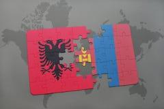 γρίφος με τη εθνική σημαία της Αλβανίας και της Μογγολίας σε έναν παγκόσμιο χάρτη Στοκ Εικόνα