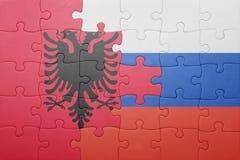 Γρίφος με τη εθνική σημαία της Αλβανίας και της Ρωσίας Στοκ Εικόνες
