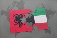 γρίφος με τη εθνική σημαία της Αλβανίας και του Κουβέιτ σε έναν παγκόσμιο χάρτη Στοκ εικόνες με δικαίωμα ελεύθερης χρήσης
